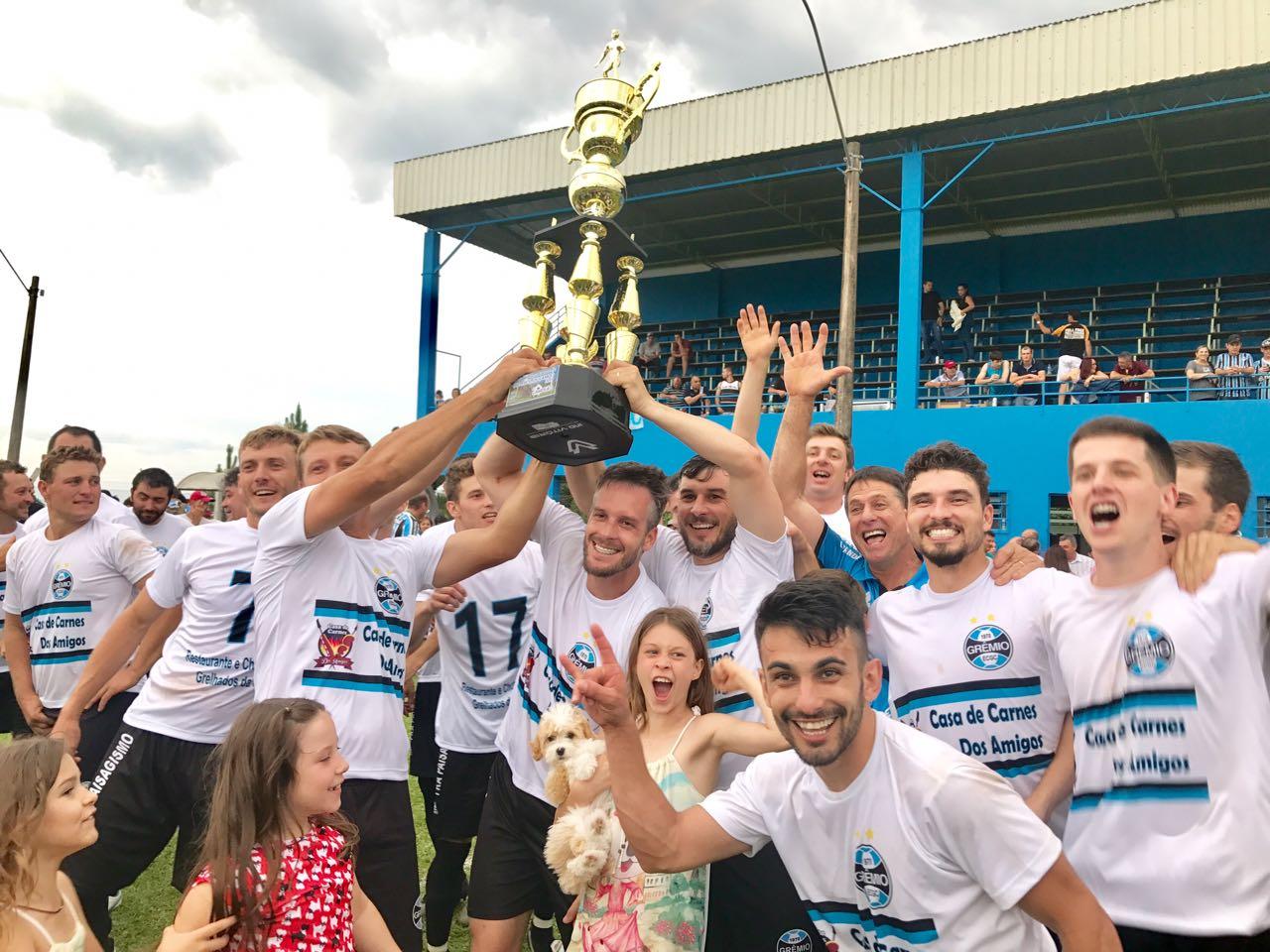 Grêmio Caravaggio é campeão do Municipal de Futebol em Monte Belo