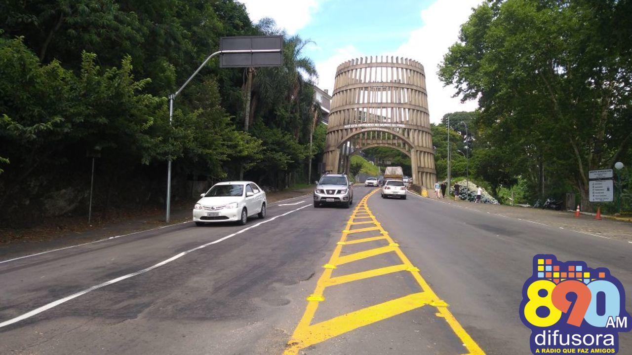 Nova sinalização de trânsito na Pipa Pórtico em Bento
