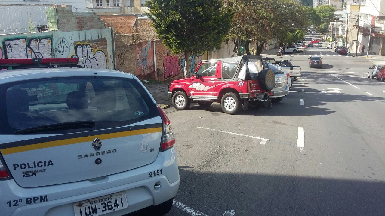 PRF de folga ajuda BM a recuperar veículo furtado em Caxias do Sul