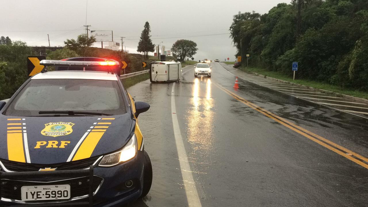 Cinco pessoas ficam feridas em acidente na BR 470 em Garibaldi