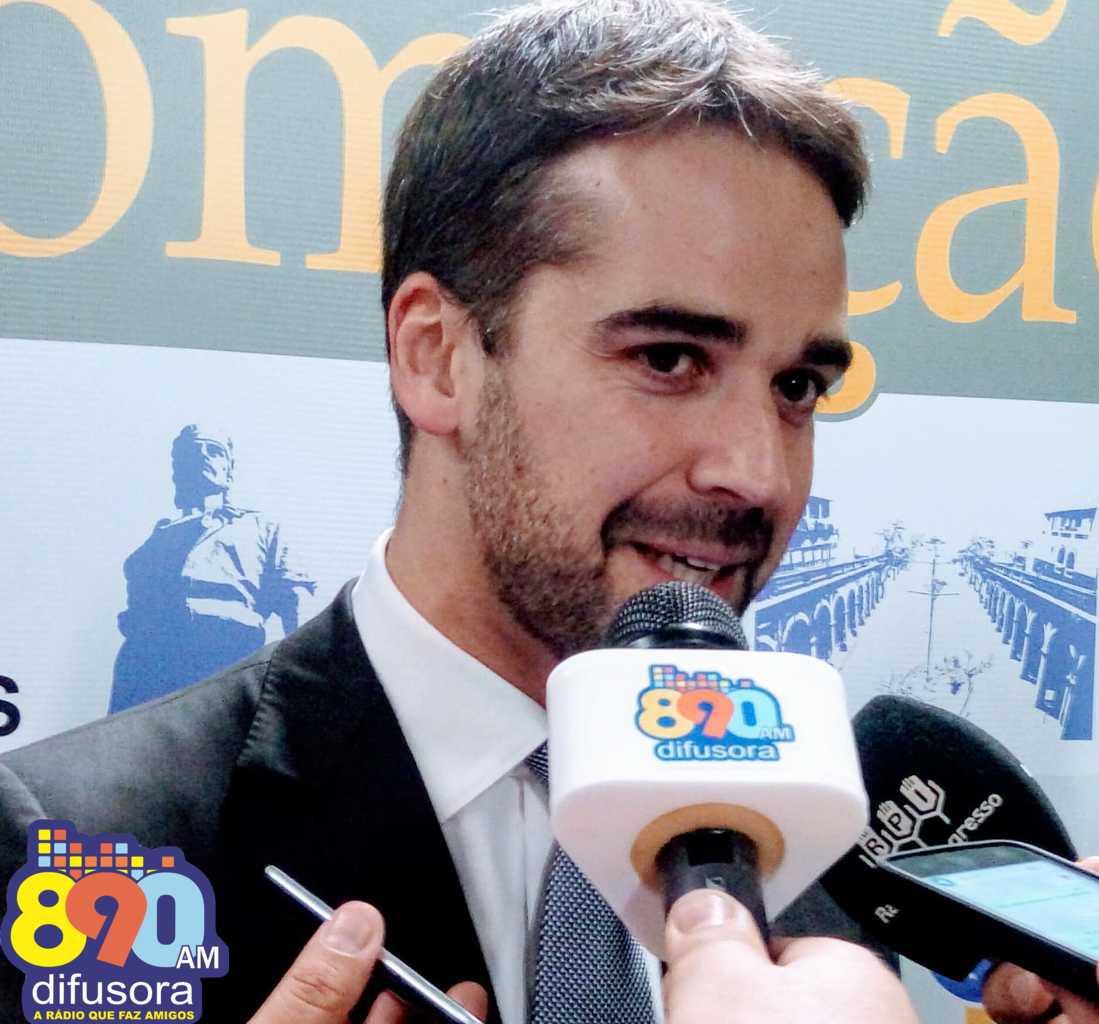 Eduardo Leite transmite provisoriamente o cargo de governador a Ranolfo