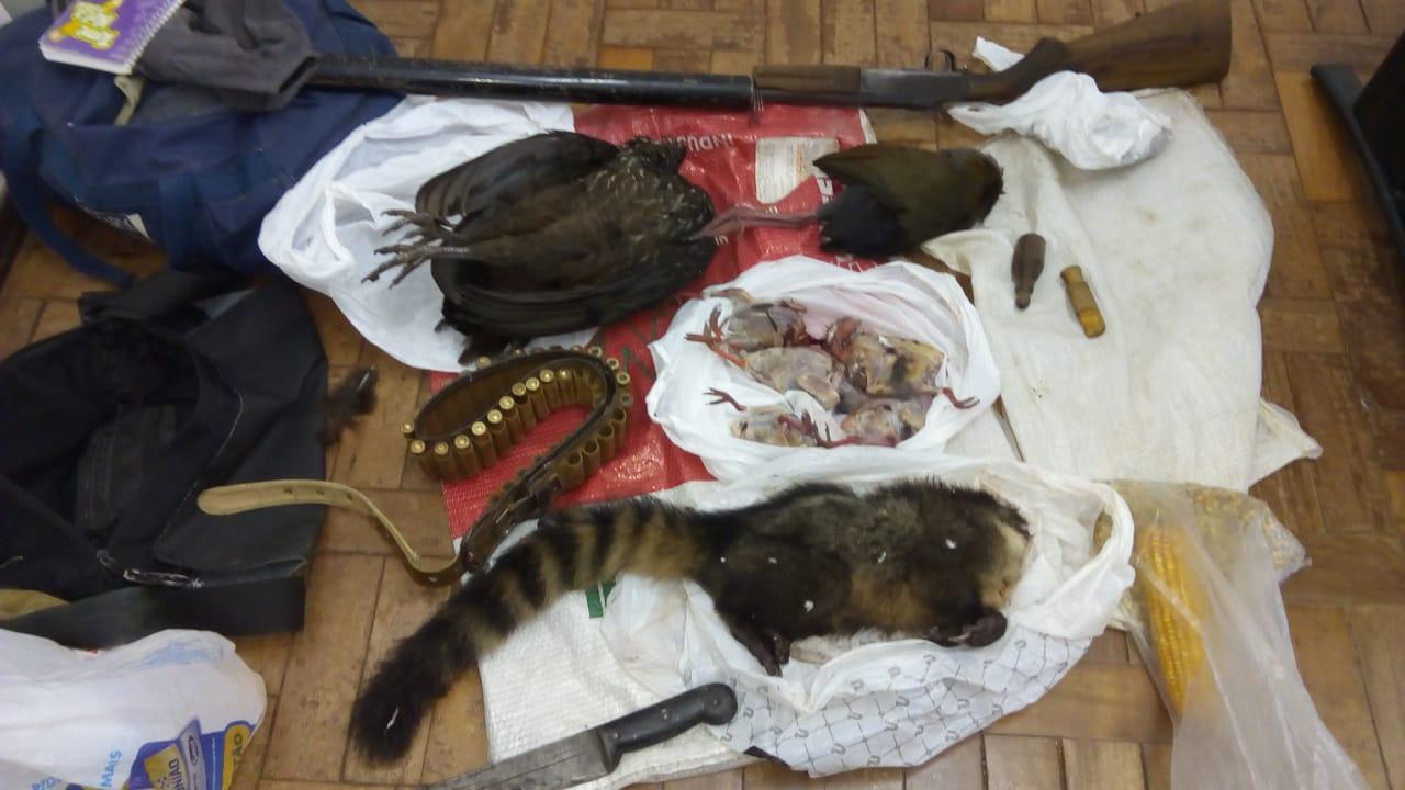 Fiscalização da Arpa flagra caçador com animais abatidos no interior de Guaporé