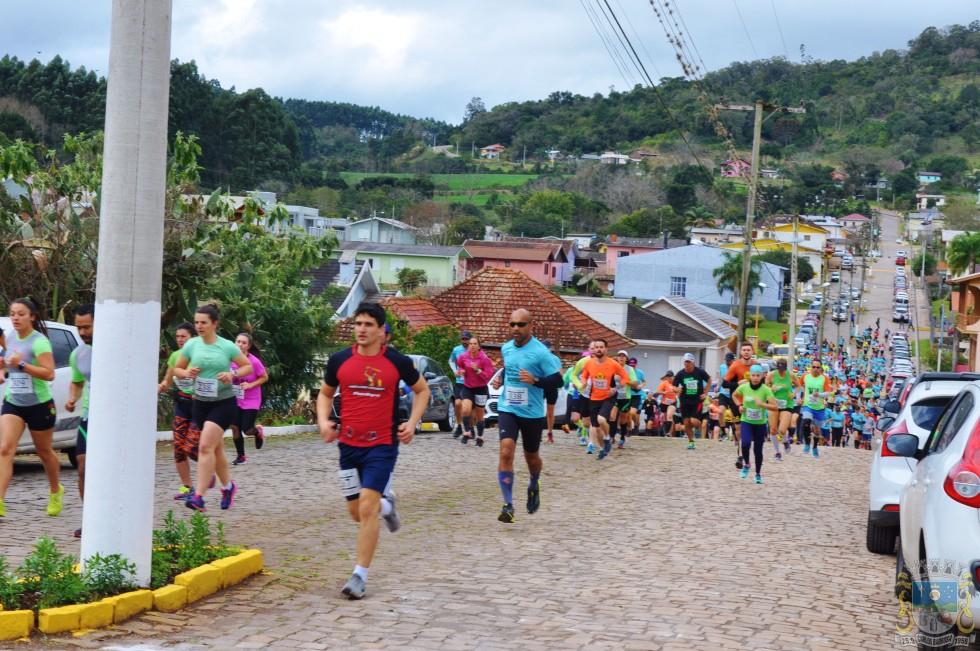 Mais de 600 atletas na 5ª etapa do Circuito Trilhas e Montanhas em Carlos Barbosa