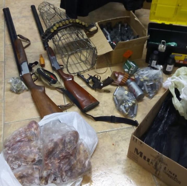 Fiscalização da Arpa apreende armas e animais silvestres abatidos no interior de Garibaldi