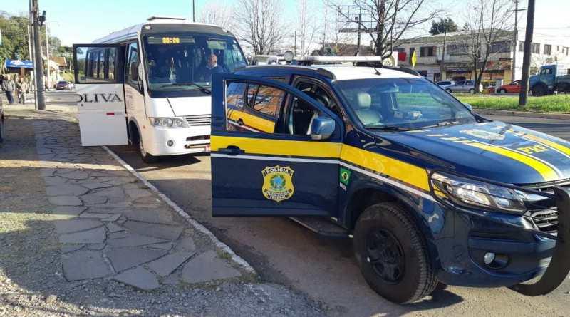 PRF recolhe ônibus de transporte coletivo com irregularidades em Caxias