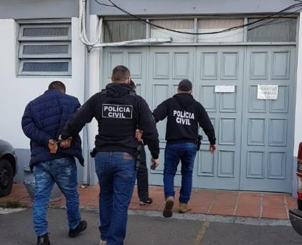 Operação da Polícia prende dois e apreende drogas em Bento