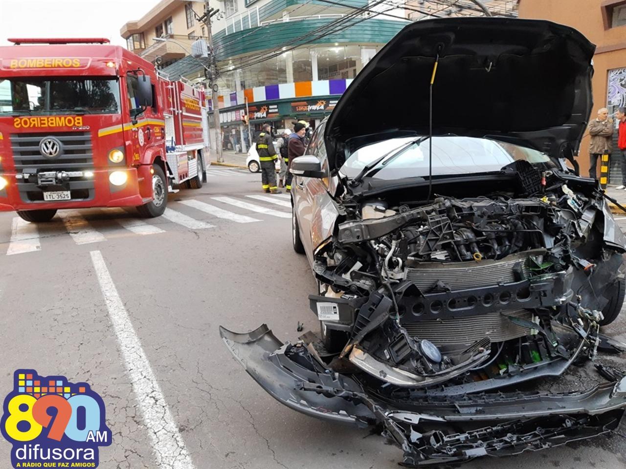 Casal fica ferido após acidente no centro de Bento
