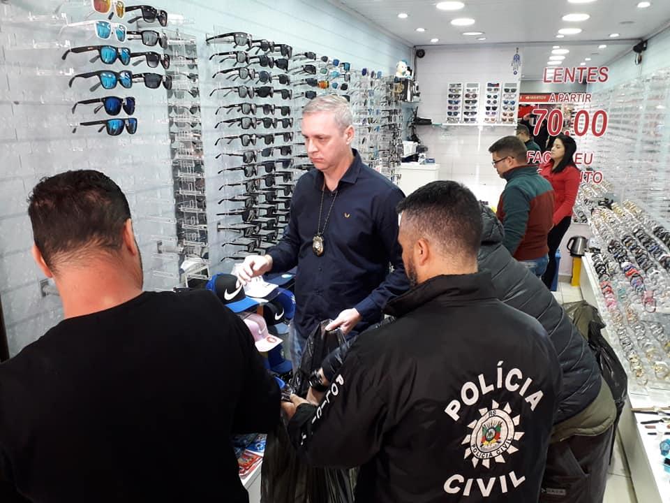 Ação policial recolhe 5 mil óculos falsificados em Caxias