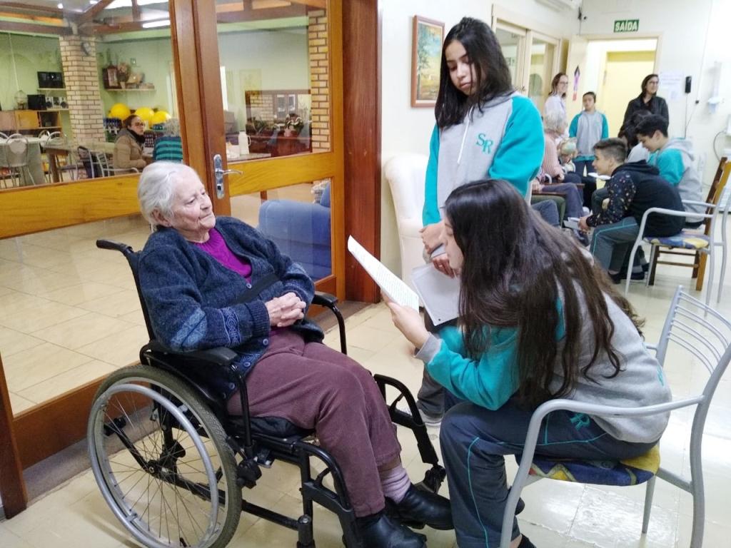 Projeto leva universo da literatura a entidades assistenciais de Bento Gonçalves