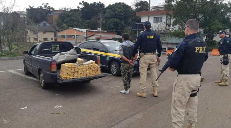 PRF apreende carga de maconha e prende homem por tráfico de drogas em Farroupilha