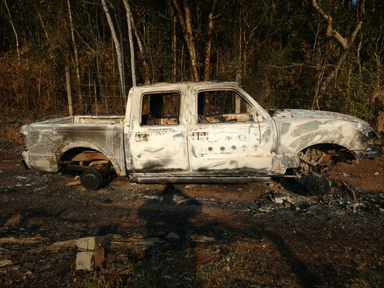 Veículo furtado é localizado incendiado no interior de Farroupilha