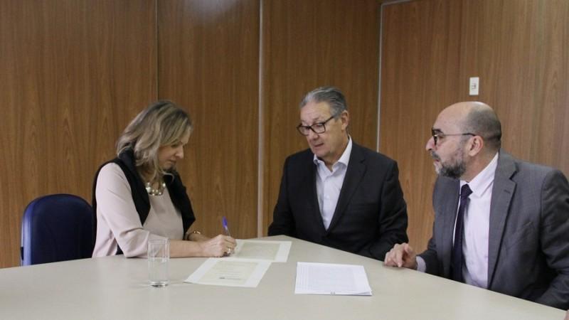 Permuta que viabilizou obra do presídio de Bento tem escritura assinada