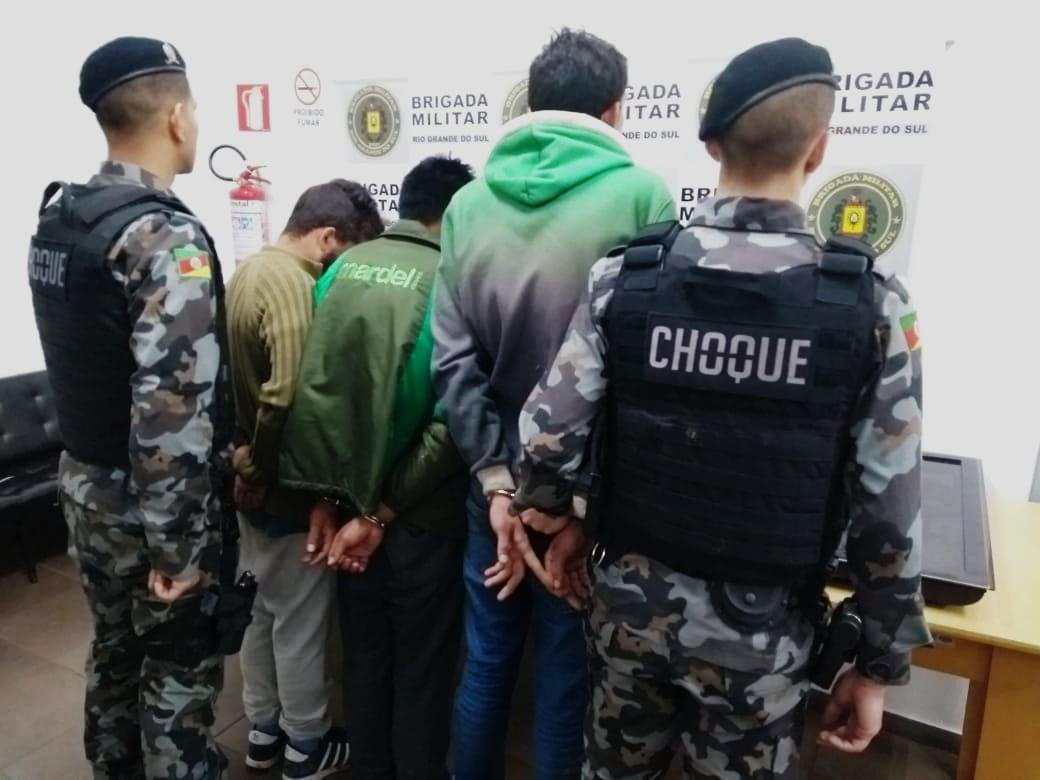 Indivíduos são presos por tráfico de drogas em Vacaria