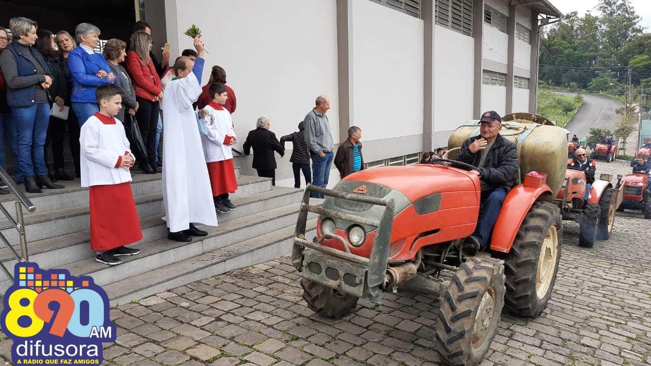 Benção dos tratores congrega comunidade de São Valentim em Bento