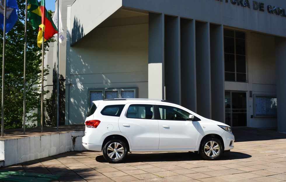 Secretaria da Saúde de Carlos Barbosa recebe novo veículo para transporte de pacientes