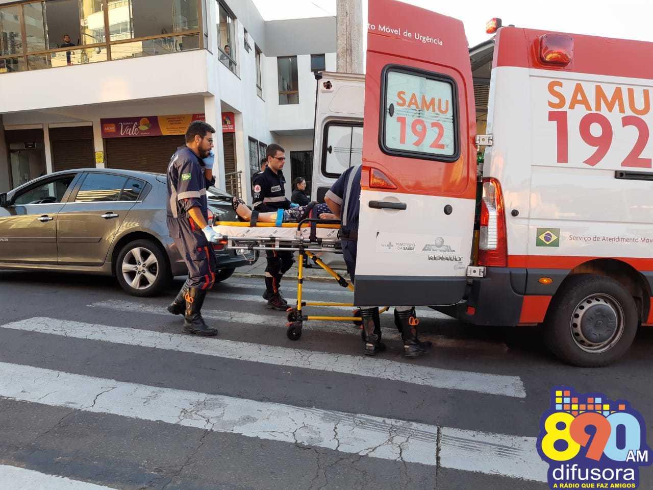 Mulher e criança ficam feridos após acidente envolvendo três veículos no São Roque em Bento