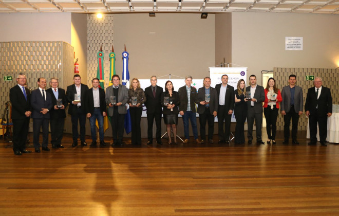 Prefeitura de Garibaldi homenageia personalidades, empresários e produtores rurais