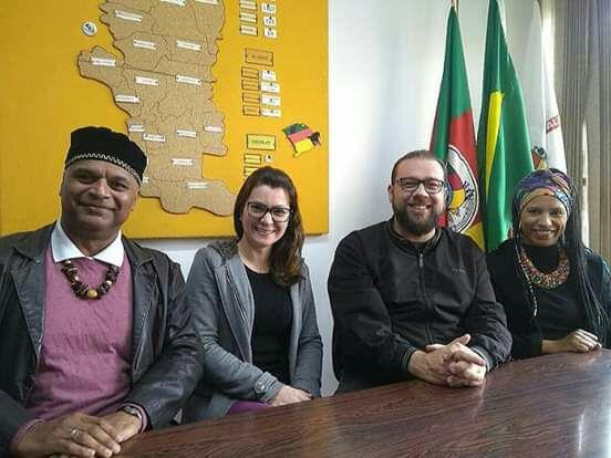 Movimento Negro Raízes e 16ª CRE formalizam parceria educacional