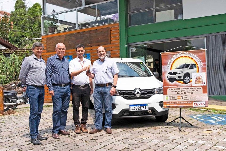 """Apolo entrega veículo ao ganhador da 2ª edição da campanha """"Carro novo na garagem"""""""