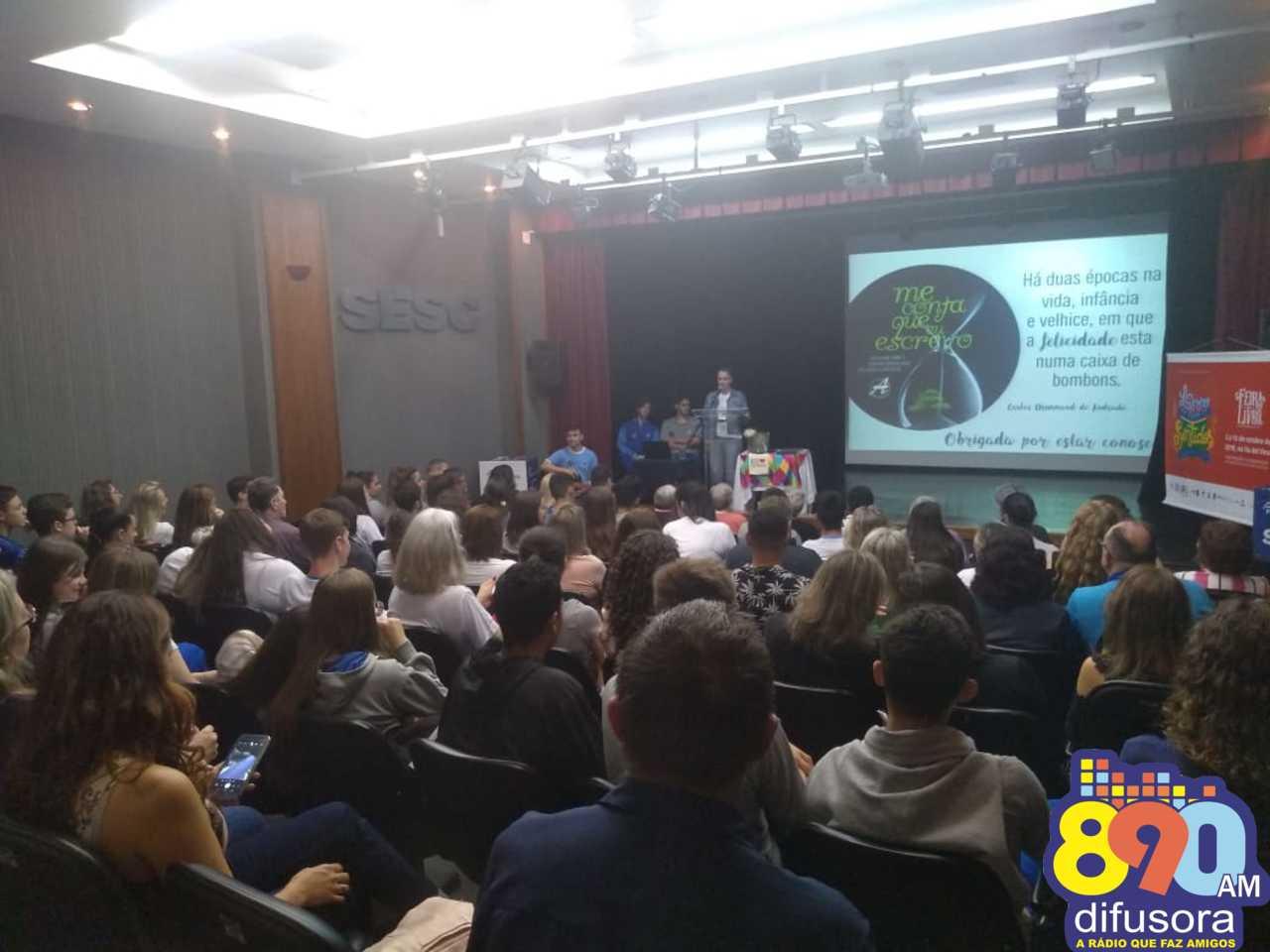 Alunos da Escola Alfredo Aveline lançam livro e documentário na 34ª Feira do Livro de Bento