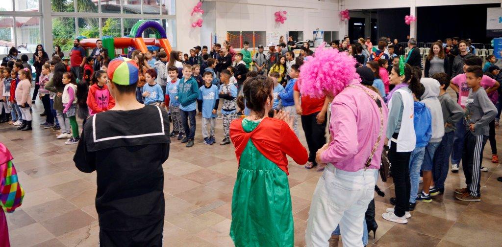 Ação solidária da Parceiros Voluntários oportuniza lazer e diversão a mais de 200 de crianças