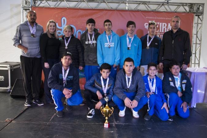 Jogos Escolares premia as escolas e alunos vencedores em Bento