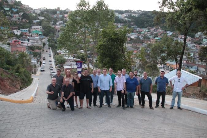Pavimentação de oito ruas no bairro Vila Nova II e Loteamento Bortolini são entregues em Bento