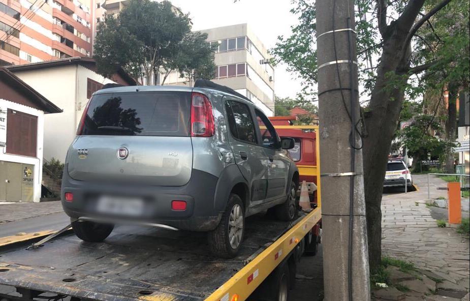 Menores infratores são flagrados pela Brigada Militar com veículo roubado em Bento