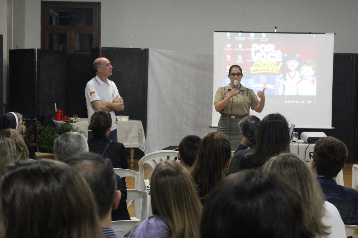 Brigada Militar de Garibaldi realiza palestra para pais e estudantes