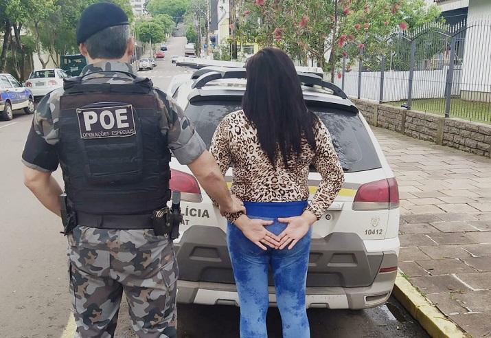 Brigada Militar prende mulher com mandado de prisão em Serafina Corrêa