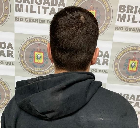Homem é preso por tentativa de estelionato e posse de entorpecentes em Farroupilha