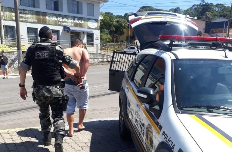 Homem é preso por tráfico de drogas no Eucaliptos em Bento