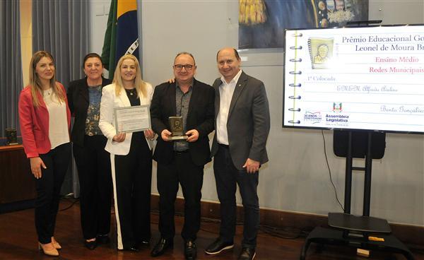 Escola Alfredo Aveline de Bento e outros educandários da Serra recebem o Prêmio Educacional Leonel Brizola