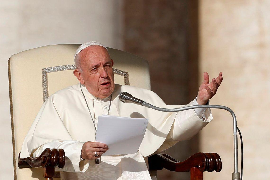 Papa defende imigrantes e pede paz em mensagem de Natal