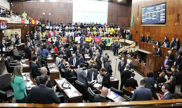 Liminar judicial suspende votação de projetos do pacote do Governo do RS