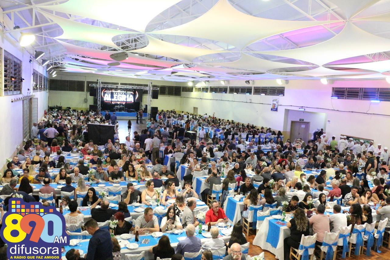 Jantar Dançante reúne cerca de 1 mil pessoas nos 72 anos da Rádio Difusora 890