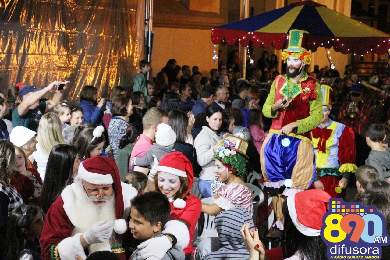 Chegada do Papai Noel encerra programação do Belo Natal em Monte Belo