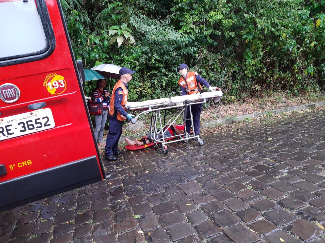 Motociclista fica ferido após sofrer queda no Santa Marta em Bento