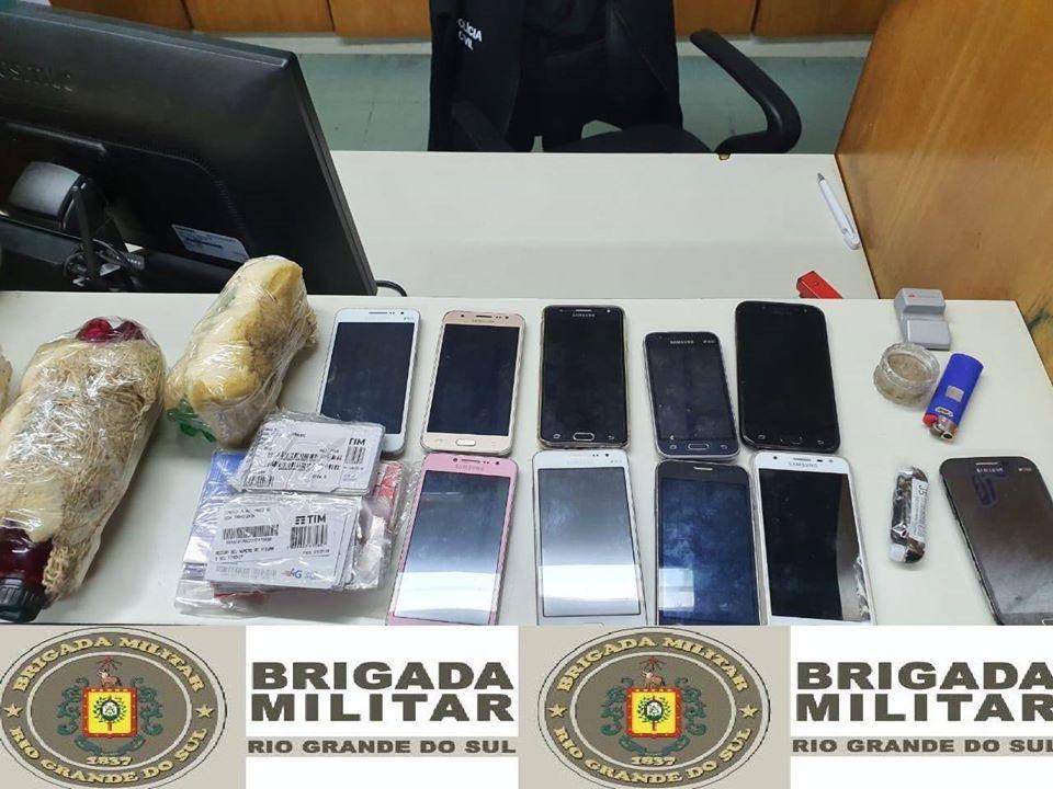 Adolescentes e indivíduo são flagrados com celulares e bebidas que seriam arremessados a Penitenciária de Bento