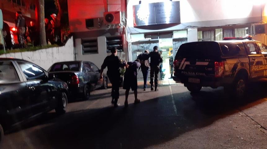 Cinco presos pela BM com armas e drogas são soltos pela Justiça em Bento