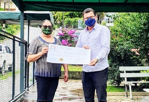 Vinícola Garibaldi repassa mais de R$ 10 mil a casa de repouso
