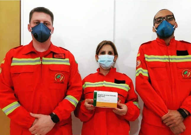 Bombeiros Voluntários de Carlos Barbosa são vacinados contra a COVID-19