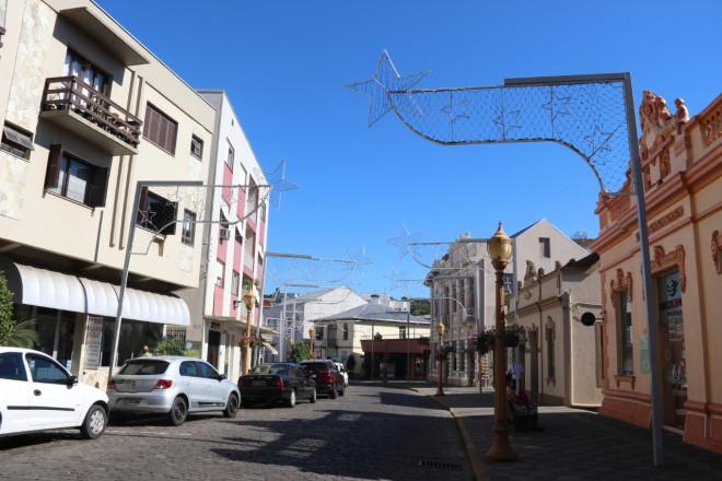 Prefeitura de Garibaldi inicia retirada da decoração Natalina