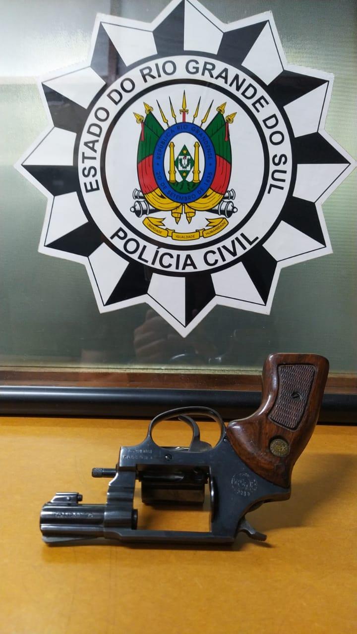Polícia Civil prende homem e apreende arma no Jardim Glória em Bento