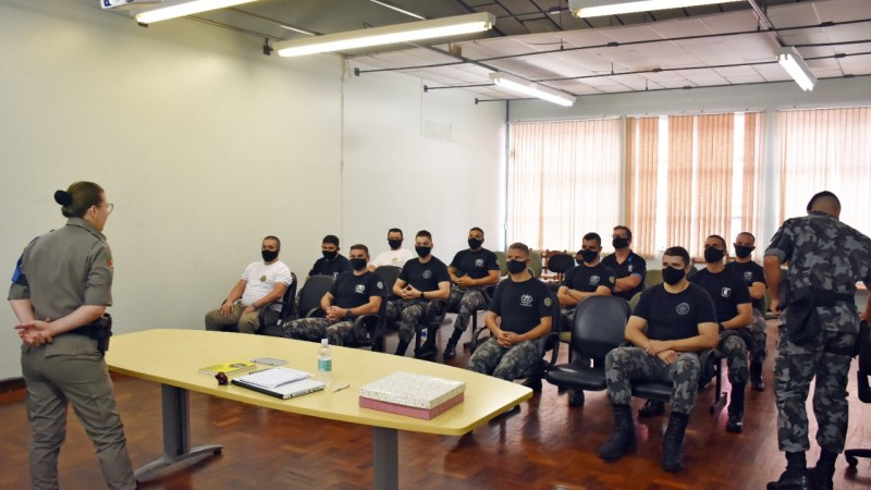 PMs participam de palestra de saúde mental em Caxias