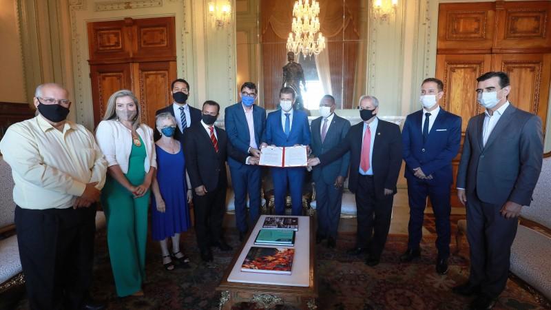 RS é o primeiro Estado a assinar o Pacto Nacional de Implementação da Política da Pessoa Idosa