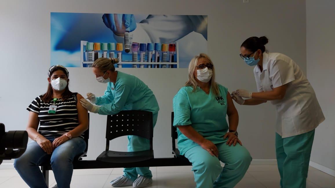 Imunizadas contra a Covid-19 as primeiras servidoras da saúde em Bento Gonçalves