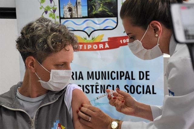 """Cotiporã aplica as primeiras doses da Vacina """"CoronaVac"""""""