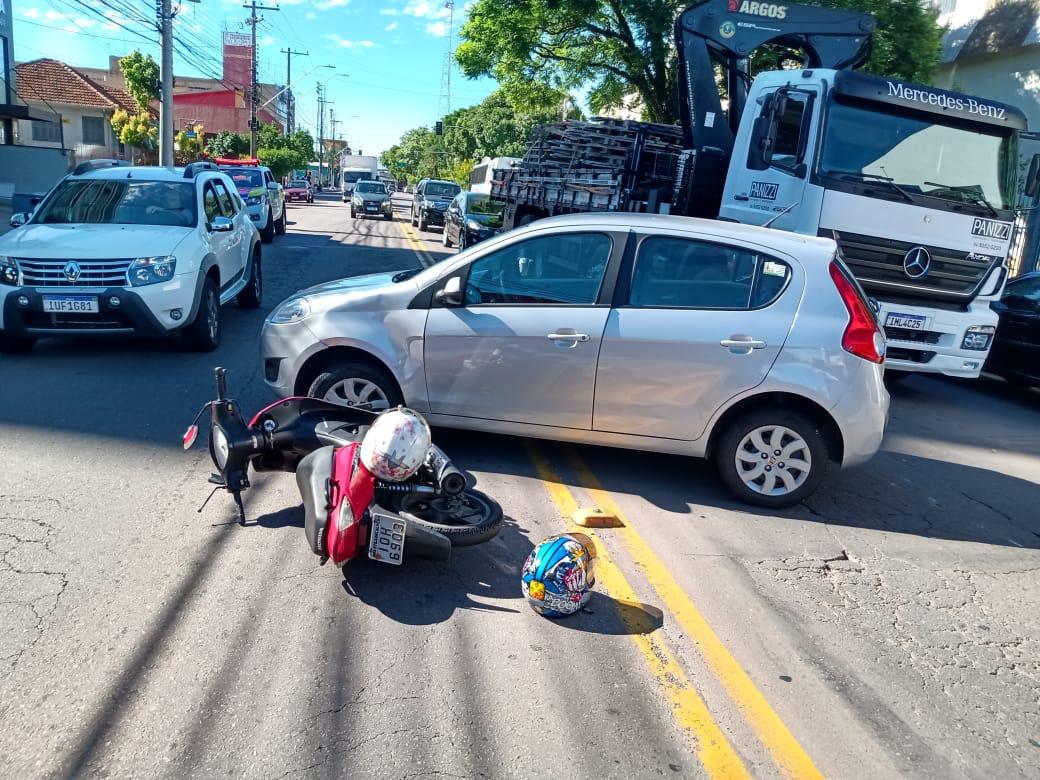 Mulheres ficam feridas em acidente com moto na Osvaldo Aranha, em Bento