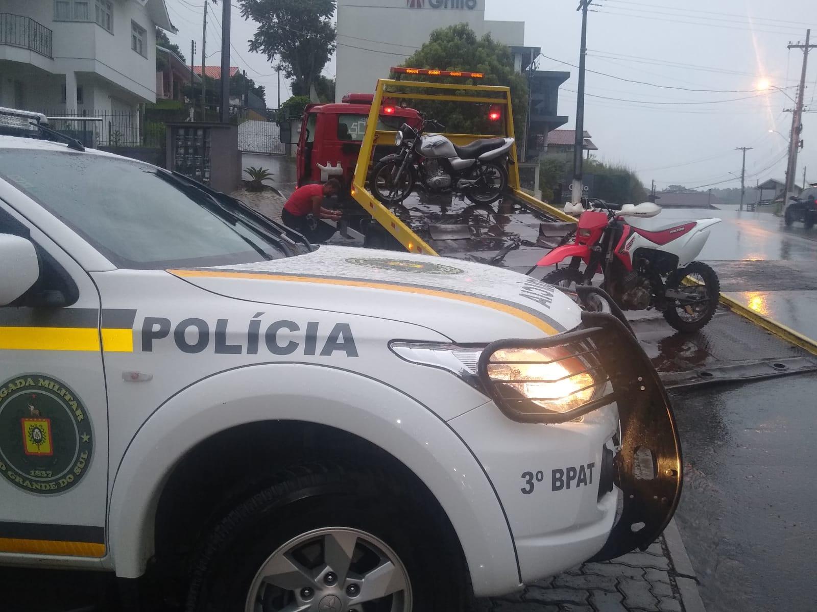 BM apreende motocicleta em Garibaldi e droga em Carlos Barbosa